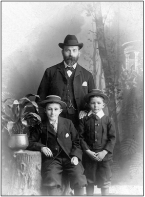 Photo C.1900 – Studio photograph of John Tod with sons James and John