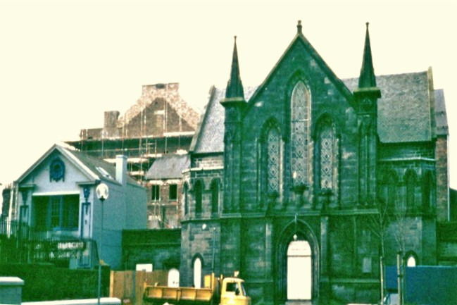 Photo of the Congregational Church with the Kinema behind