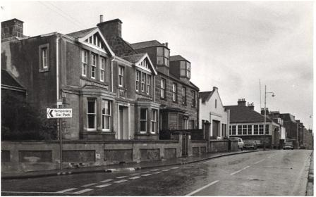 Photo of the 'Hunt Feus' in James Street in the 1970s, a few years before the buildings were demolished.