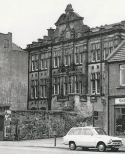 Photo of the old Queen Anne School building, in 1973, before its demolition to make way for the building of the Kingsgate shopping centre