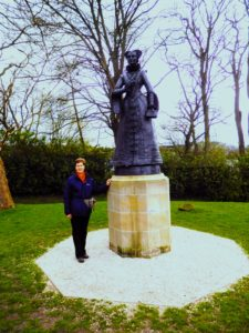 Lindsey and the Statue of Mary Queen of Scots